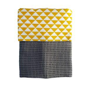Ledikant deken Babykamer wafelstof donkergrijs met voering van driehoekjes oker en witvoering