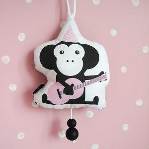 Muziekhanger Babykamer Feestbeest Aap in kleur roze ANNIdesign