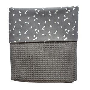 Ledikant deken Babykamer_triangel grijs_wafelstof donkergrijs_ANNIdesign