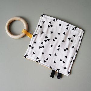 Speeldoekje triangel zwart op wit ANNIdesign 01