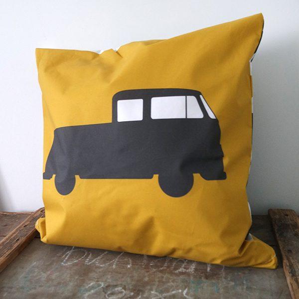 Kussen Bus oker ANNIdesign 01