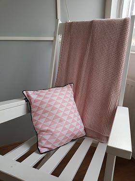 Kussen driehoek roze ANNIdesign