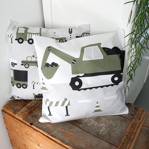 Kussen Voertuigen Graafmachine olijf groen ANNIdesign 01
