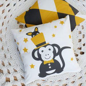 Kussen Circus Aap oker geel ANNIdesign voor