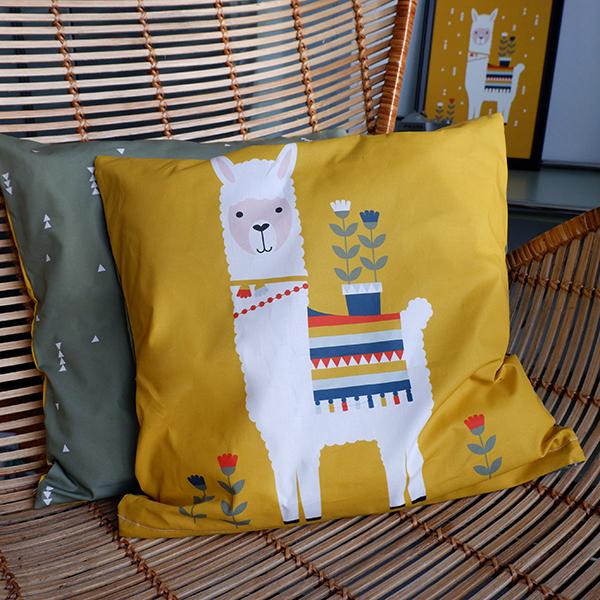 Kussen Lama oker geel ANNIdesign 01